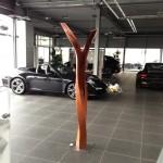 Skulprur, Stele aus holz, Geschunden,  Porschezentrum Schwarzwald Baar