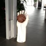 Skulptur, Stele aus Holz, Zerbrechlich,  Porschezentrum Schwarzwald Baar