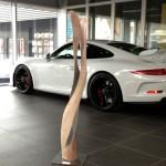 Skulptur, Stele aus Holz, Yin Yan,  Porschezentrum Schwarzwald Baar